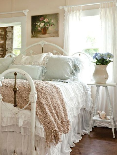 04-coastal-shabby-chic-bedroom